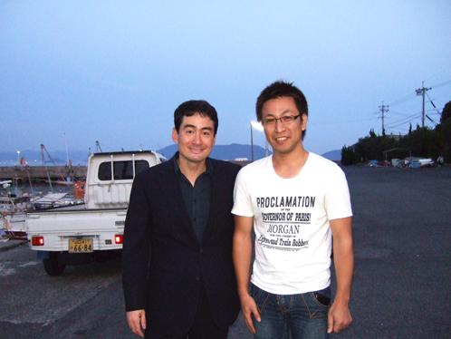 野口健さんと大津島で.jpg
